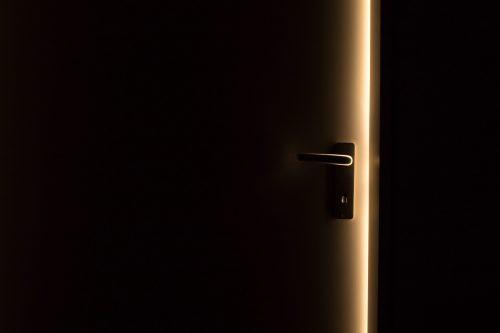 Nieuwe deuren aanschaffen, kunstof deuren of stalen deuren